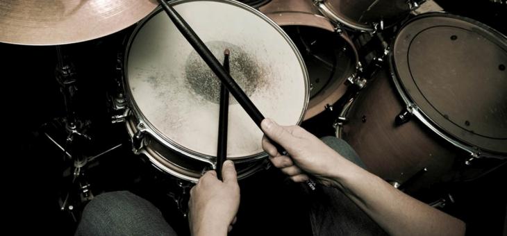 na-nauke-gry-na-perkusji-nigdy-nie-jest-za-pozno